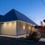 菱屋根の家